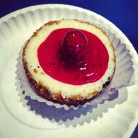 รูปภาพถ่ายที่ Eileen's Special Cheesecake โดย Lidia S. เมื่อ 1/2/2013
