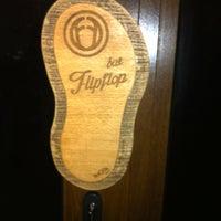 Foto tirada no(a) FlipFlop Bar por Atanas K. em 3/29/2013