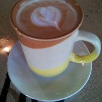 Photo prise au Double Trouble Caffeine & Cocktails par Karen L. le2/2/2013