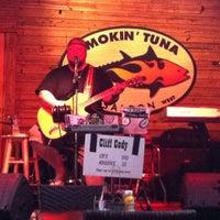2/21/2013 tarihinde Tonia C.ziyaretçi tarafından Smokin' Tuna Saloon'de çekilen fotoğraf