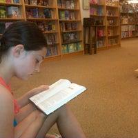 Foto diambil di Barnes & Noble oleh Teresa J. pada 8/13/2012