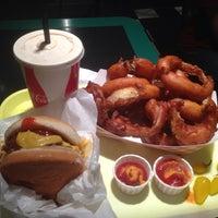 Das Foto wurde bei Willie's Burgers von Alex C. am 7/6/2013 aufgenommen