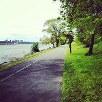 Das Foto wurde bei Riverside Park von Cindy T. am 5/14/2013 aufgenommen