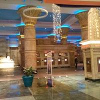Das Foto wurde bei Cinemark Egyptian 24 von Ranjeesh Y. am 12/24/2012 aufgenommen
