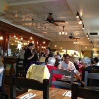 5/19/2013 tarihinde Blake H.ziyaretçi tarafından Ward 6 Food & Drink'de çekilen fotoğraf
