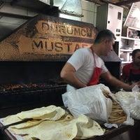 Das Foto wurde bei Dürümcü Mustafa von Mustafa K. am 4/13/2017 aufgenommen
