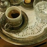 Das Foto wurde bei Mısır Cafe von Yasemin Ç. am 2/21/2016 aufgenommen