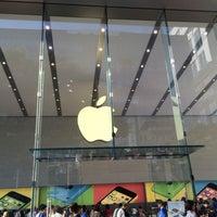 รูปภาพถ่ายที่ Apple Omotesando โดย shigenori s. เมื่อ 6/15/2014