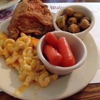 Foto diambil di Walnut Hills Restaurant & Round Table oleh Jeffrey G. pada 2/20/2014