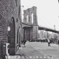 4/21/2013 tarihinde Mickey M.ziyaretçi tarafından Brooklyn Bridge Park'de çekilen fotoğraf