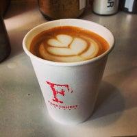 3/13/2013 tarihinde Lauren S.ziyaretçi tarafından Fahrenheit Coffee'de çekilen fotoğraf