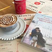 Foto tomada en Librería 9 3/4 Bookstore + Café por Natalia M. el 8/27/2017