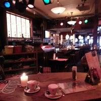 Foto tomada en Café Bolle por Chris M. el 9/14/2012