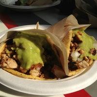 รูปภาพถ่ายที่ Los Tacos No.1 โดย Andrew C. เมื่อ 7/20/2013