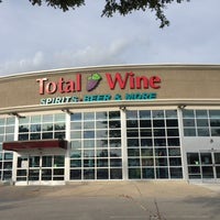 Photo prise au Total Wine & More par Claire F. le8/24/2016