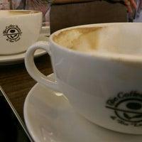 Снимок сделан в The Coffee Bean & Tea Leaf пользователем WMW 9/5/2016