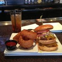4/13/2013 tarihinde Ed M.ziyaretçi tarafından Rehab Burger Therapy'de çekilen fotoğraf