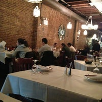 Foto tomada en Taci's Beyti Restaurant por Kiffa C. el 3/27/2013