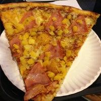 Foto tomada en Monster Pizza por Tom P. el 6/15/2013