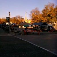 Photo prise au Port Washington Farmers Market par Shelly R. le10/27/2012