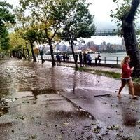 10/9/2012 tarihinde Okan G.ziyaretçi tarafından East River Park'de çekilen fotoğraf