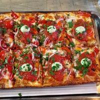 Foto tirada no(a) Descendant Detroit Style Pizza por Lorraine S. em 6/11/2017