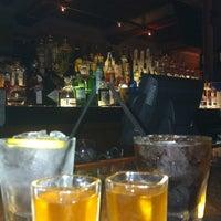 รูปภาพถ่ายที่ Wonder Bar โดย ariq d. เมื่อ 9/1/2013