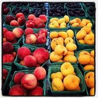 Снимок сделан в Rockefeller Center Farmers Market пользователем Martha L. 8/29/2013