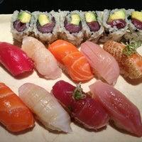 Photo prise au Sushi Yasaka par Martha L. le6/12/2013