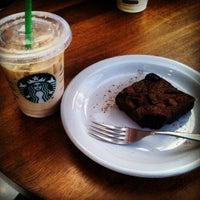Das Foto wurde bei Starbucks von Alesson N. am 8/3/2013 aufgenommen
