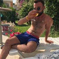 Foto tirada no(a) Larissa Sultan's Beach Hotel por Mücahit Ö. em 8/21/2018
