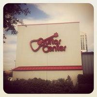 11/28/2012 tarihinde Danniel M.ziyaretçi tarafından Guitar Center'de çekilen fotoğraf