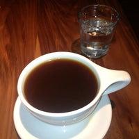 7/10/2013 tarihinde BrendaLyndaziyaretçi tarafından Vespr Craft Coffee & Allures'de çekilen fotoğraf