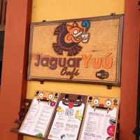 1/5/2013 tarihinde Jonito O.ziyaretçi tarafından Café Jaguar Yuú'de çekilen fotoğraf