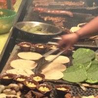 Foto tirada no(a) Tacuqui Tacos por Jonito O. em 11/21/2012