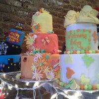 Das Foto wurde bei One Cup Two Cupcakes von Adrienne C. am 3/19/2013 aufgenommen