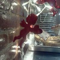 Das Foto wurde bei One Cup Two Cupcakes von Adrienne C. am 1/18/2013 aufgenommen