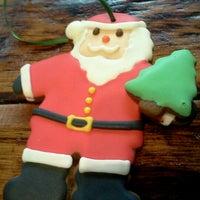 Das Foto wurde bei One Cup Two Cupcakes von Adrienne C. am 12/7/2012 aufgenommen