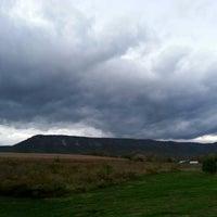 รูปภาพถ่ายที่ Outlanders Campground โดย William H. เมื่อ 10/23/2013