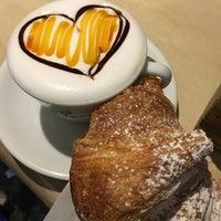 Foto scattata a Caffè della Lirica da FlippeR il 2/14/2017