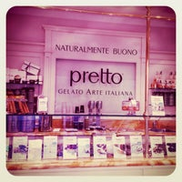 Das Foto wurde bei Pretto Gelato Arte Italiana von 🌸БрУсниЧкина🌸 am 8/18/2013 aufgenommen