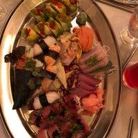 Photo prise au Naru Restaurant & Lounge par S M. le11/12/2017
