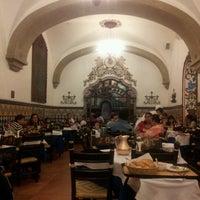 Foto diambil di Café de Tacuba oleh Alejandro H. pada 9/15/2012