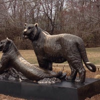 Foto tomada en Tulsa Zoo por Sarah J. el 3/21/2014