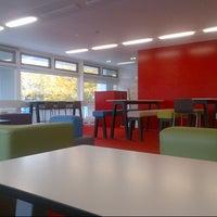 Foto diambil di University of Warwick Library oleh Niki T. pada 10/12/2012