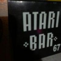 Foto tirada no(a) Atari Bar por Larissa O. em 2/24/2013