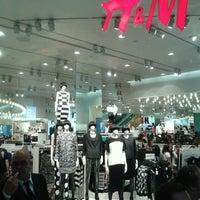 Foto tomada en H&M por Polo C. T. el 3/23/2013