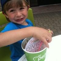 Foto tomada en Peachwave Frozen Yogurt por Lina P. el 8/18/2013