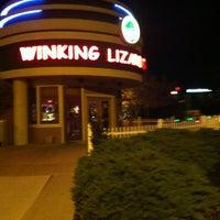 Foto diambil di Winking Lizard Tavern oleh Joe P. pada 10/10/2012