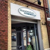 Photo prise au Maximilian lounge-bar-restaurant par Florian B. le7/31/2013